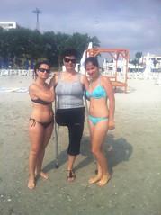 amp-1789 (vsmrn) Tags: amputee woman crutches onelegged