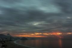 Nascer do sol na Praia de Copacabana - Sunrise at Copacabana Beach (adelaidephotos) Tags: nascerdosol sunrise amanhecer dawn copacabana beach praia nubçado nuvens cloudy clouds praiadecopacabana copacabanabeach pãodeaçúcar sugarloaf fortedecopacabana fortcopacabana rio riodejaneiro brasil brazil mariaadelaidesilva