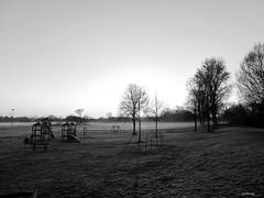 Hanau_Spielplatz_Sonnenufgang_Nebel_bw_tx_P1340425 (said.bustany) Tags: hessen hanau spielplatz nebel sonnenufgang bw public