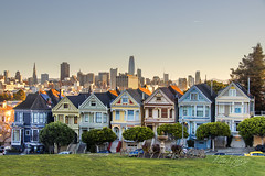 Painted Ladies with Downtown San Francisco Skyline in the background (RaulCano82) Tags: sanfrancisco sanfran ca california cali raulcano canon dslr 80d city paintedladies antique classic famous fullhouse tourist attraction tourism travel vacation greenery morning colorful skyline park
