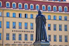 Dresden - Neumarkt, Martin Luther vor dem Steigenberger (www.nbfotos.de) Tags: dresden neumarkt martinluther statue skulptur sculpture steigenberger hoteldesaxe sachsen