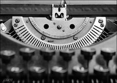 Old typewriter (Logris) Tags: schreibmaschine typewriter bw sw minimal old alt antik vintage canon