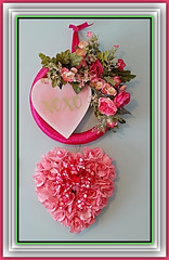 Happy St. Valentine's Day Everyone (bigbrowneyez) Tags: xox hearts love hugs kisses amore amour bessos baci cuore flowers fiori happystvalentinesday beautiful pretty delightful precious stilllife celebration tribute flickrfriends flickrvaletines gorgeous striking stunning lovely sweet sweethearts chocolates candy lovers happystvalentinesdaymyflickrfriends sanvalentino romance romantic feb142019 red pink ribbons bows blossoms fleurs frame cornice valentin valentinecard xsandos