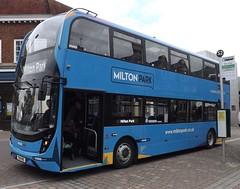 YX18 KNC - Courtney Buses (oshein_) Tags: courney buses m10 milton park orchard centre didcot yx18knc e400mmc e400 enviro 400 mmc
