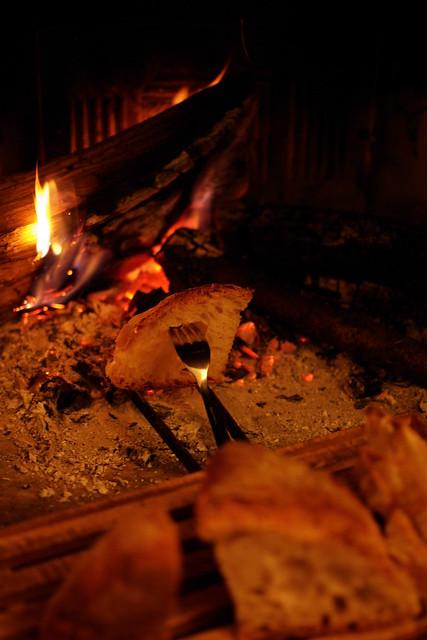 bruschetta sul fuoco di camino (2)