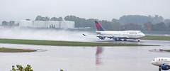 MSP N664US (Moments In Flight) Tags: minneapolisstpaulinternationalairport msp kmsp mspairport aviation avgeek airplane queenoftheskies boeing b744 jumbojet 747 747400 747451 n664us deltaairlines airliner rain takeoff spray