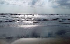 MARINA DI PIETRASANTA - EXPLORE (cannuccia) Tags: paesaggi landscape mare see controluce luce onde cieli riflessi toscana acqua marinadipietrasanta virgiliocompany