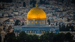 Dome of the Rock viewed from Mount of Olives at dusk - Jerusalem Israel (mbell1975) Tags: 2018 il middle east middleeast mount olives mountofolives dome rock viewed from dusk jerusalem israel temple sunset night evening israeli יְרוּשָׁלַיִם القُدس jérusalem 耶路撒冷 иерусалим golden قبة الصخرة‎ qubbat alsakhrah כיפת הסלע‎ kippat hasela shrine islamic felsendom dôme du rocher