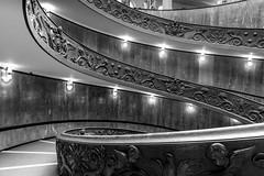 Escalier de Bramante - Musées du Vatican (Alain FAY) Tags: noiretblanc noirblanc bw nb blackandwhite blackwhite stair staircase escalier architecture vatican vaticano rome roma