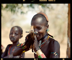 Gotchya (tsiklonaut) Tags: pentax 67 6x7 film analog analogue analogica analoog 120 roll medium format keskformaat kodak portra 160 vc vivid color africa aafrika hamer tribe hõim hõimlane must african weapon aim aiming travel discover experience portrait drum scan drumscan scanner pmt photomultipliertube portree c41 negative cn