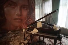 Grand piano installation, Burnham Beeches (Joe Lewit) Tags: variosonnart281635 burnhambeeches sherbrooke victoria art installation rone empire grandpiano artdeco