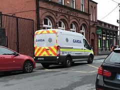 Irish Police Vehicle - An Garda Síochána - Ford Transit Custody Van (firehouse.ie) Tags: 172d23213 polizei polizia policia cops bankplace paddywagon transit ford fordtransit police ennis garda