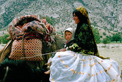 Happy New Year, my friends ! (Alain Rempfer) Tags: iran qashqainomads femme enfant woman child montagnes mountains transhumance ngc