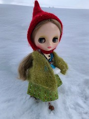 Out in the snow (Foxy Belle) Tags: doll snow winter dainy meadow blythe middie outside cold hat pixie red shawl