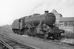 48276 at Hunslet (Garter Blue) Tags: steam leds hunslet 1966 lms stanier 8f bw monochrome film 35mm fed