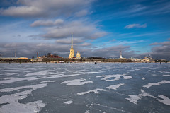 Peter and Paul Fortress and frozen Neva (Roberto Bendini) Tags: clouds hiver inverno winter canon paul peter fortress riviere fiume river neva saintpetersbourg sanpietroburgo saintpetersburg russie russia fortezza forteresse