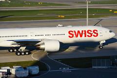 Swiss / Boeing 777-300ER / HB-JNI (schmidli123) Tags: zrh zurichairport zrhairport boeing boeinglovers 777 swiss flyswiss hbjni