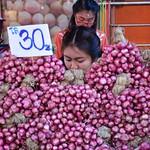 Red onions at Chiang Rai market (Northern Thailand 2018) thumbnail