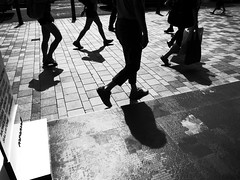 R0017673 (Yi Shian Huang) Tags: ricoh gr digital grlens 28mm f19 highcontrastbw black white monochrome mono street snap hongkong 香港 街拍 passerby light shadow