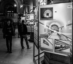 Der Tunnelblick im Hamburger Rathaus (Hans_59) Tags: hamburg rathaus street streetfotografie sw monochrome menschen people dokumentation details reportage alterelbtunnel exhibition townhall blackandwhite