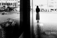 S0583189D Urban space (soyokazeojisan) Tags: japan kobe city street peoole bw blackandwhite monochrome digital fujifilm xq2 2019