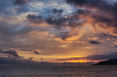 Cursum Perficio (Tomás Hornos) Tags: mar sea sky cielo ciel clouds nubes seascape landscape 35mm fixedlens primelens focalfija objetivofijo d7100 linux digikam showfoto mediterráneo mediterranean almuñécar bahía agua