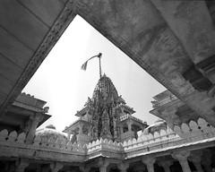 1936 (The Dent.) Tags: mamiya7ii tmy2 hc110 dilution b 7 min india ranakpur jain temple rajasthan