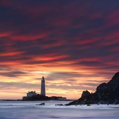 St. Mary's Lighthouse (Alistair Bennett) Tags: stmarys lighthouse oldhartley baitisland whitleybay tynewear coast rocks seascape sunrise gnd075he canonef70200mmƒ28lisiiusm