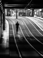 Lyon - Trotinette à ses risques et périls. (Gilles Daligand) Tags: lyon rhone trotinette tramway noiretblanc bw monochrome tunnel rue street scooter risk