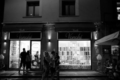 Voyage en Italie 2018   0850 (Distagon12) Tags: italy italia italie sonya7rii summilux street streetphoto strada rue night nuit nightphoto nacht notte noche wideaperture bologna bologne