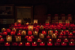 Worship of saint Sarah (JLM62380) Tags: culte sara sarah roms reine queen sainte saint gitan gitane camargue religion legend légende saintesmariesdelamer bougie candle