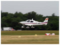 Cirrus SR-22 - F-HKCL (Cassidian Aviation Training Services) (Aerofossile2012) Tags: cirrus sr22 fhkcl cassidian aviation training services arméedelair avion aircraft meeting airshow laferté 2017