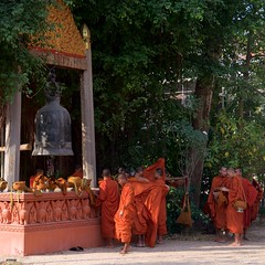 IMGP2054 Buddhist Monks (Claudio e Lucia Images around the world) Tags: watbo siemreap cambodia cambogia monk monks buddha buddhist monastery pagoda pentax pentaxkp pentax18135 pentaxlens pentaxart pentaxcamera