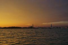 Crépuscule à Venise (Hugues Boulard) Tags: sunset venise venice venezia bateau lagune boat coucherdesoleil crépuscule