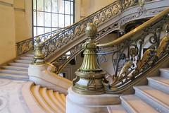 Double escalier au Grand Palais (Sokleine) Tags: escalier stairs grandpalais steps marches museum musée metallic métal france heritage paris 75008 ferronnerie