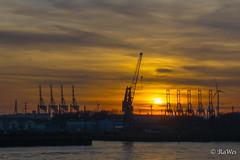 Die schönste Stadt der Welt #Hamburg #HafenCity #Sonnenuntergang #blauestunde (RaWes202) Tags: hamburg hafencity sonnenuntergang blauestunde elbe hafen schiffe