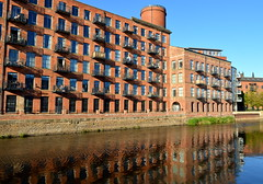 Converted warehouse living in Leeds (Tony Worrall) Tags: leeds yorkshire yorks architecture building apartments homes riverside water wet waterway side bank riverbank north update place location uk england visit area attraction open stream tour country item greatbritain britain english british gb capture buy stock sell sale outside outdoors caught photo shoot shot picture captured ilobsterit instragram city urban live
