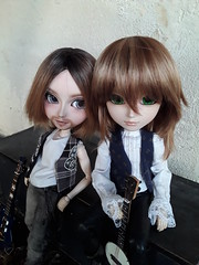 Ragnar y Orco (Lunalila1) Tags: doll groove taeyang fc oaak custo custom sutura workshop handmade outfit lunalilaclothes clothes nunoya bcn fabric music guitar cavalie ragnar orco sanders enokland pennywisetown pennywise 16 scale