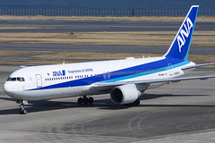 All Nippon Airways, Boeing 767-381(ER), JA607A. (M. Leith Photography) Tags: tokyo haneda airport japan boeing 767 jet airliner mark leith photography nikon d7200 70200vrii 200500mm nikkor flying hnd taxiing runway aviation sunny air ana all nippon airways
