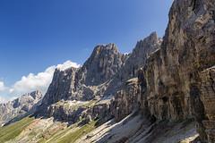 Le Coronelle (cesco.pb) Tags: valdifassa trentinoaltoadige dolomiten dolomiti dolomites alps alpi italia italy canon canoneos60d tamronsp1750mmf28xrdiiivcld montagna mountains catinaccio coronelle