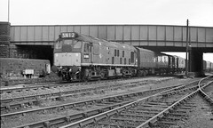D7575 at Hunslet (Garter Blue) Tags: 35mm fed bw monochrome film ilford fp3 goods freight train railway diesel 1960s class 25 leeds hunslet