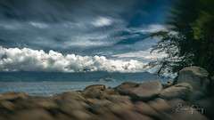 Ilhabela/SP - rocks, sea, Sky, clouds (Enio Godoy - www.picturecumlux.com.br) Tags: mobileart celular mobilephotography samsunggalaxy samsung 432018dez23ilhabela clouds bluesky niksoftware analogefexpro2movement4 mobilephone phone samsungs8 rocks galaxys8 sea samsunggalaxys8 sky photomobile cellularphone 16x9 mobgrafia mobile