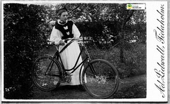tm_11187 - Signe Lidwall 1898 (Tidaholms Museum) Tags: svartvit positiv cykel fordon flicka girls girl flickor konfirmation confirmation konfirmationsdräkt confirmationdress blackwhite