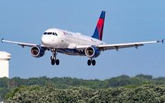 MSP N355NB (Moments In Flight) Tags: minneapolisstpaulinternationalairport msp kmsp mspairport aviation avgeek aviationphotography airplane deltaairlines n355nb airbus a319 a319114