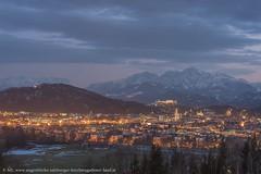 Stimmungsvolle Blaue Stunde über Salzburg (Augenblicke vom Salzburger u. Berchtesgadener Land) Tags: mit blick auf den göll und links sieht man sogar bad dürrnberg gesehen von maria plain