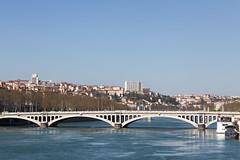 Projet 2019-52 / 12 - Ville (autre proposition) (Jérôme Thouvenin) Tags: ville city lyon eau water pont bridge bâtiment building bâteau boat