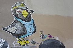 Moanô_5312 rue des Couronnes Paris 20 (meuh1246) Tags: streetart paris animaux oiseau moanô ruedescouronnes paris20 belleville casquette fumeur pipe