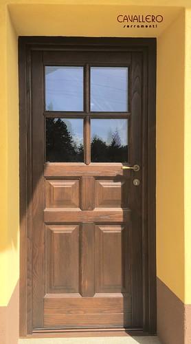 Portone in legno a 4 pannelli e vetro con inglesina