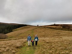 Mike, Holly and Catherine on the way up to Foxlow Edge (Bods) Tags: walk peakdistrict goytvalley foxlowedgewalk highpeak derbyshire foxlowedge peakdistrictnationalpark