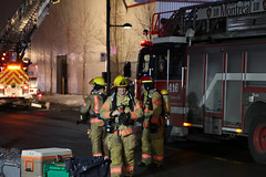 (urb_mtl) Tags: incendie feu fire pompiers firefighters nuit night ville city urbain urban montréal montreal québec quebec canada rueontario ontariostreet